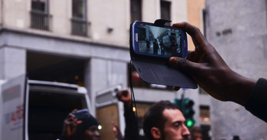 Un video per capire perchè i rifugiati hanno uno smartphone