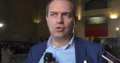 """De Magistris: """"Rifugiati, se lo desiderano, possono essere napoletani"""""""